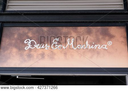 Toulouse , Occitanie France  - 06 25 2021 : Deus Ex Machina Logo Text And Brand Sign Fashion Boutiqu