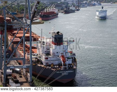 Swinoujscie, West Pomeranian - Poland - 2020: Bulk Carrier At The Transhipment Quay In A Seaport