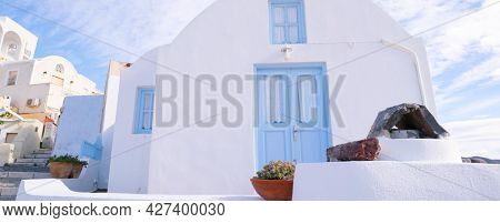 A small white house in the village Oia on the island of Santorini, Greece.