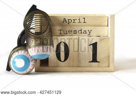 April 1st Wooden Calendar With Joke Spring Glasses
