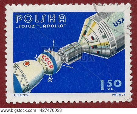Poland - Circa 1975: A Stamp Printed In Poland Shows An Experimental Flight Of The Soyuz And Apollo