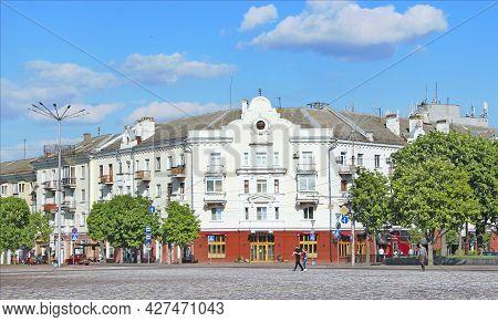 Chernihiv - Ukraine. 27 August 2016: City Square With Blossoming Chestnuts. Central Area In Chernihi