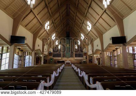 Los Gatos, California - July 21, 2021: Sanctuary Of Presbyterian Church Of Los Gatos Decorated For W
