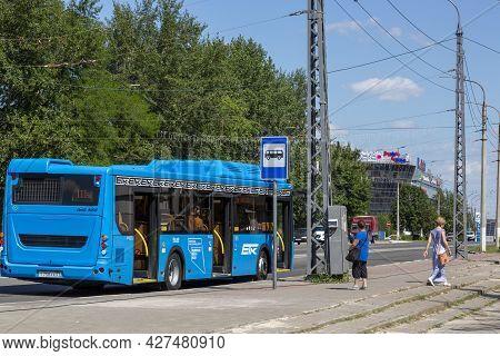 Belgorod, Russia - July 08, 2021: Bus Stop On Bogdan Khmelnitsky Avenue In Belgorod