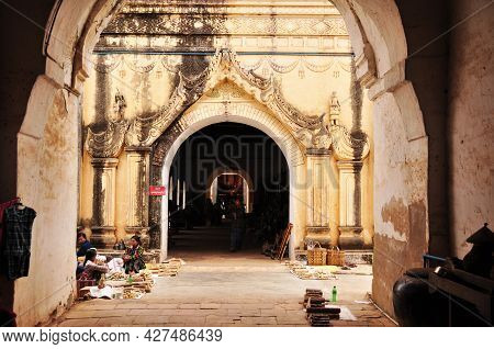 Souvenirs Gifts Local Shop For Burmese People And Travelers Foreign Select And Buy Shopping In Anand