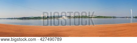 Panoramic photo of Australian government buildings in capital city Canberra seen across the Burley Griffin Lake.
