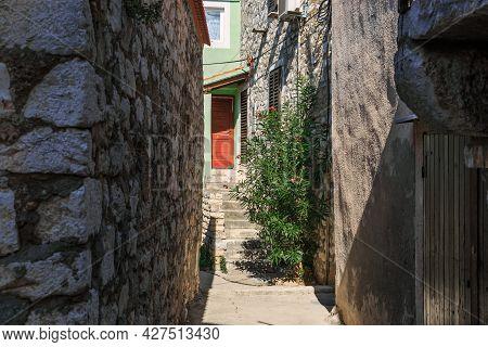 Tribunj, Croatia - September 6, 2016: It Is A Narrow Alley In An Old Croatian Seaside Village.