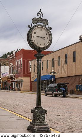 Deadwood Sd, Usa - May 31, 2008: Downtown Main Street. Free Standing Circular Clock On Sidewalk With