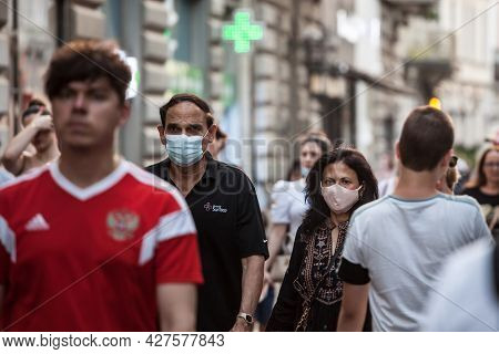 Belgrade, Serbia - June 26, 2021: Indian Tourists, Young Man And Woman From India, Standing In A Bel