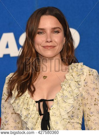 LOS ANGELES - JUL 15: Sophia Bush arrives for the ''Ted Lasso' Season 2 Premiere on July 15, 2021 in West Hollywood, CA