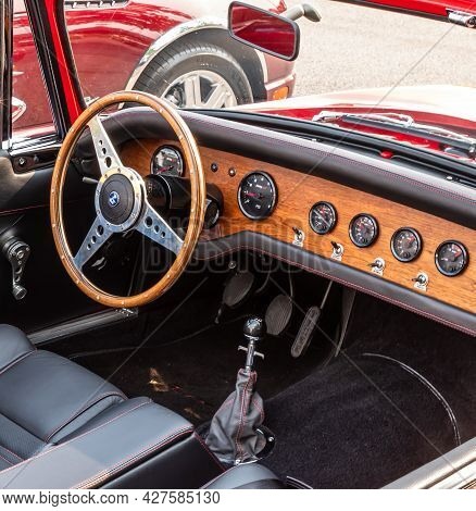 Homestead, Pennsylvania, Usa July 21, 2021 The Interior, Stick Shift And Steering Wheel Of A Vintage