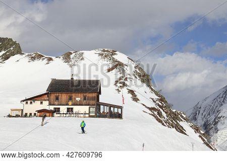 Hintertux, Austria - March 10, 2019: Apres Ski At Hintertux Glacier Ski Resort In Tyrol Region, Aust
