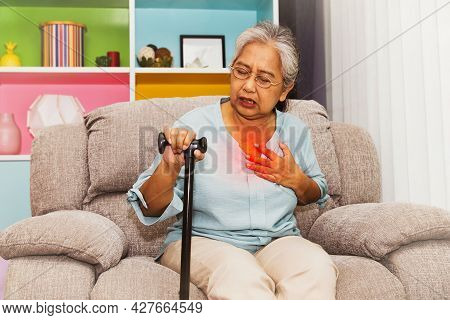 Elderly Women Have Respiratory Problems : Elderly Women Had Symptoms Of A Cold, Exhaustion. Cough An