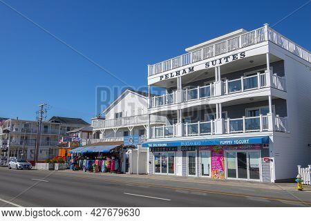 Hampton, Nh, Usa - Sep. 27, 2019: Historic Pelham Resort At The Corner Of Ocean Boulevard And G Stre