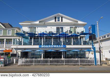 Hampton, Nh, Usa - Sep. 27, 2019: Historic Broadwalk Cafe At The Corner Of Ocean Boulevard And F Str