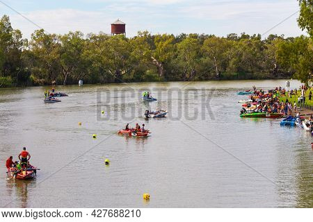 Wentworth, Nsw, Australia - November 30, 2014 : Competitors Analyzing Conditions And Preparing For A