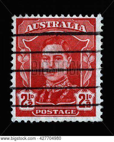 ZAGREB, CROATIA - SEPTEMBER 04, 2014: Stamp printed in Australia shows King George VI (1895-1952), King George VI Definitives - Fourth Series (1941-44) series, circa 1942
