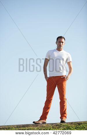 Stock imagen de un hombre en una colina