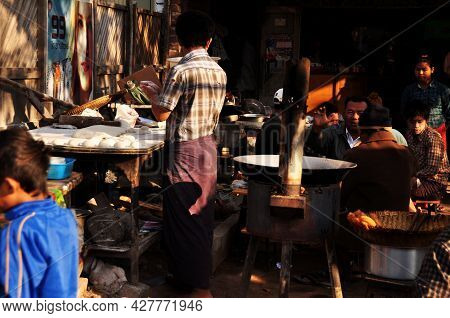Burmese Vendor Sale Cooking Deep Fried Dough Stick For Burma People And Foreign Traveler Buy Eat In
