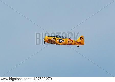 Centennial, Usa-october 17: North American At-6g Plane Flies On October 17, 2020 At Centennial Airpo