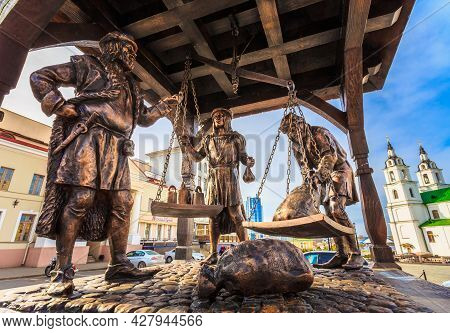Minsk - Apr 6: Trade Merchants Weighing Of The Wares And Payment - Bronze Statue In Old Part Town -
