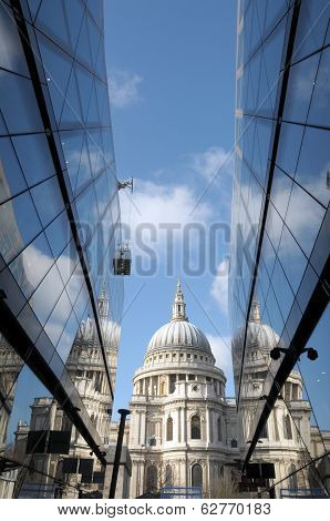 St Pauls Cathedral reflected in glass walls of One New Change i