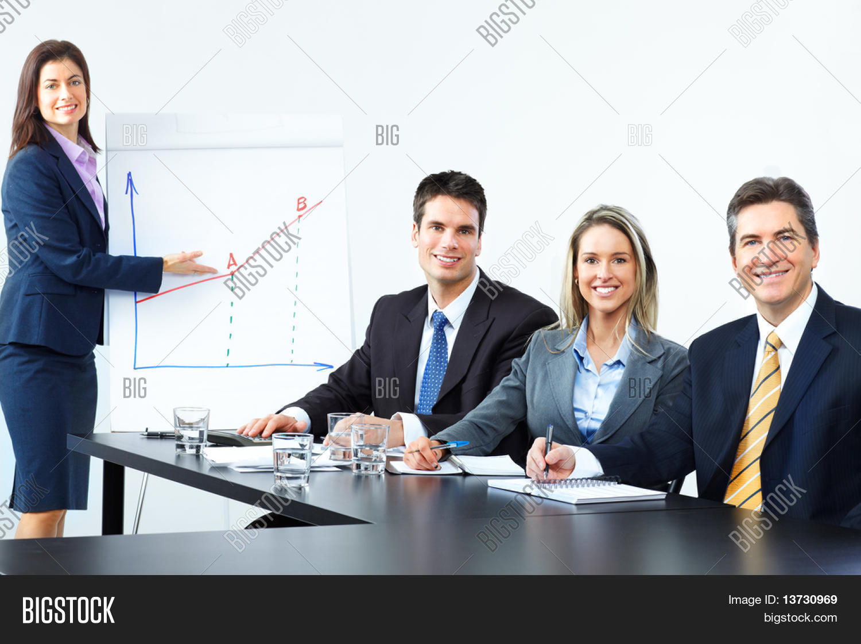 Imagenes De Personas Trabajando En Equipo: Imagen Y Foto Sonriente Equipo De (prueba Gratis)