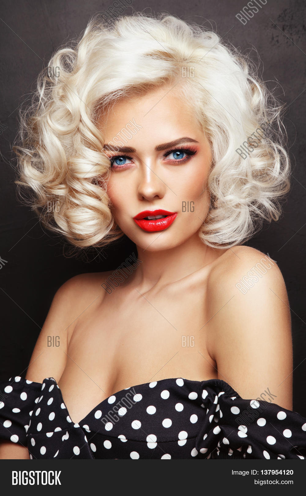 blonde pinup Sexy