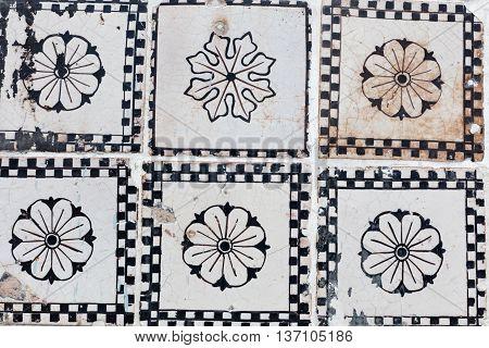 Neapolitan Riggiola, A Typical Old Tile