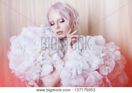 Fashion Beauty Model Girl in white Roses