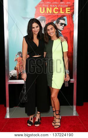NEW YORK-AUG 10: Danielle Snyder and Jodie Snyder  attends