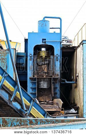 powerful hydraulic shears for cutting metal scrap