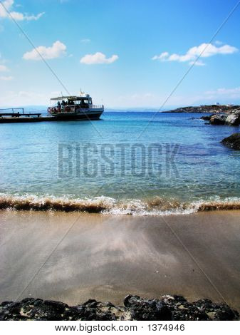 Dia Island With Boat