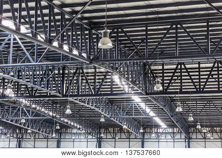 Roof struction of large modern warehouse structure