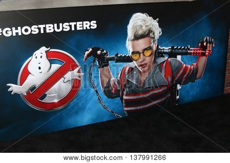 LOS ANGELES - JUL 9:  Kate McKinnon Ghostbusters Poster at the Ghostbusters Premiere at the TCL Chinese Theater IMAX on July 9, 2016 in Los Angeles, CA