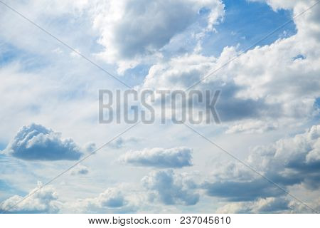 Beautiful Nature Background Of Bright Blue Sky And Many Fluffy Sunny White Clouds Overhead. Horizont