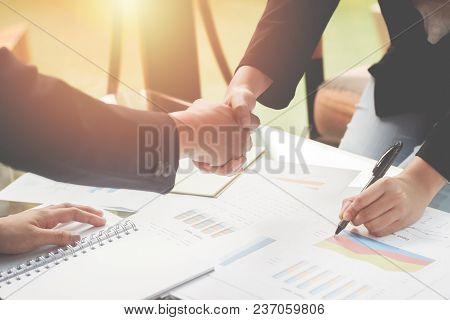 Business Young Woman Agree To Be Partner,sales Manager Are Presenting Export Items To Partner,invest