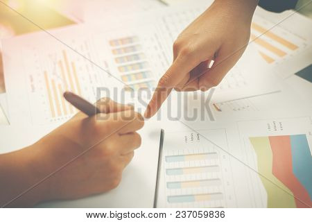 Businessmen Agree To Partner In The Trade,accountant Working At Office,manager Present The Work To C