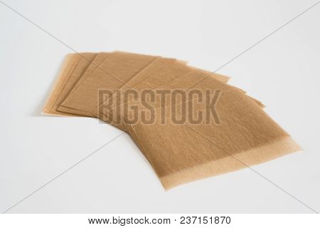 Matting Cosmetic Napkins To Remove Greasy Gloss From The Face.