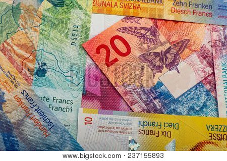 Swiss Banknotes - A Collection Of Old And New Twenty Franc Notes. Cash.