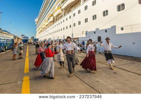 Santa Cruz De Tenerife, Canary Islands, Spain - Desember 11, 2016: Folk Group Meet With Songs And Da