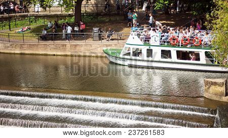 Bath, England. 4th July, 2015:  The Weir And Boat Full Of Tourist In  River Avon,  Bath Somerset Eng