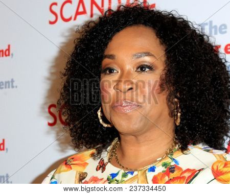 LOS ANGELES - APR 19:  Shonda Rhimes at the The Actors Fund's
