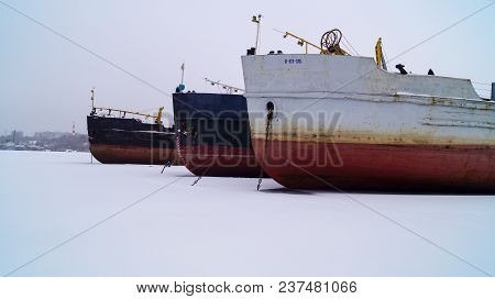 Winter Sludge Of Motor Ships In The Krasnoarmeyskiy Volcano Of Volgograd