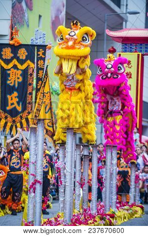Hong Kong - March 04 : Lion Dance Performance During The 14th Tai Kok Tsui Temple Fair In Hong Kong