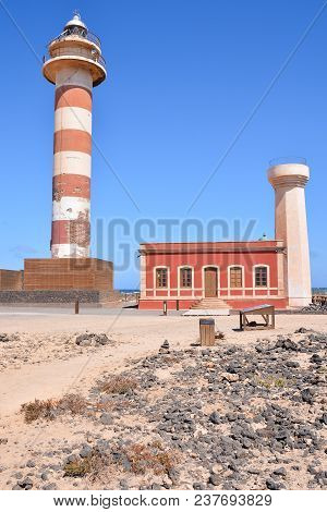 Photo Picture Of An Old Lighthouse Near The Sea