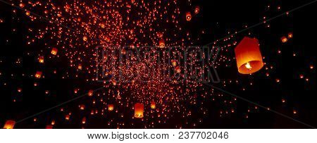Chiang Mai, Thailand - Yee Peng Festival, Loy Krathong Celebration With More Than A Thousand Floatin