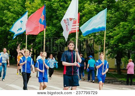 Vichuga, Russia - June 24, 2017: Festive Procession Of People On The Street On The Day Of Vichuga, R