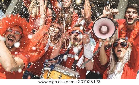 Friends Football Supporter Fans Cheering With Confetti Watching Soccer Match Event At Stadium - Youn