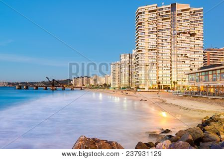 Vina Del Mar, Region De Valparaiso, Chile - March 06, 2013: View Of Acapulco Beach And Muelle Vergar
